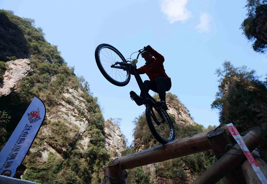Daring extreme cyclists navigate challenges of obstacle course