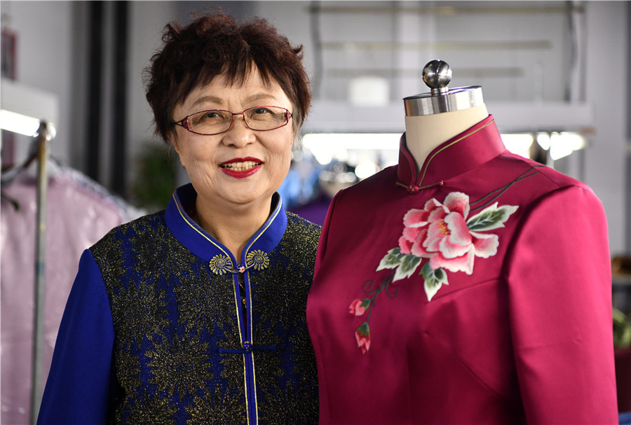 Traditional qipao gets perfect cut for modern women
