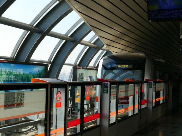 Driverless subway opens in southwest Beijing