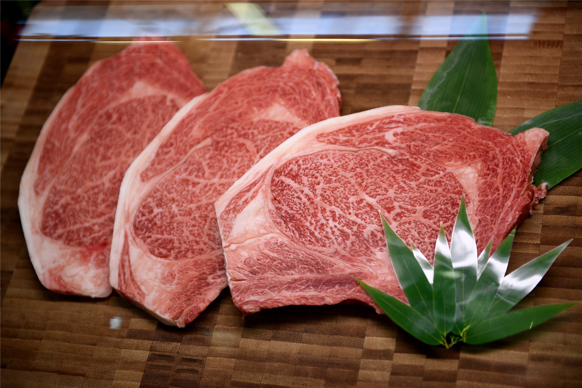 China lifts import ban on certain Japanese beef