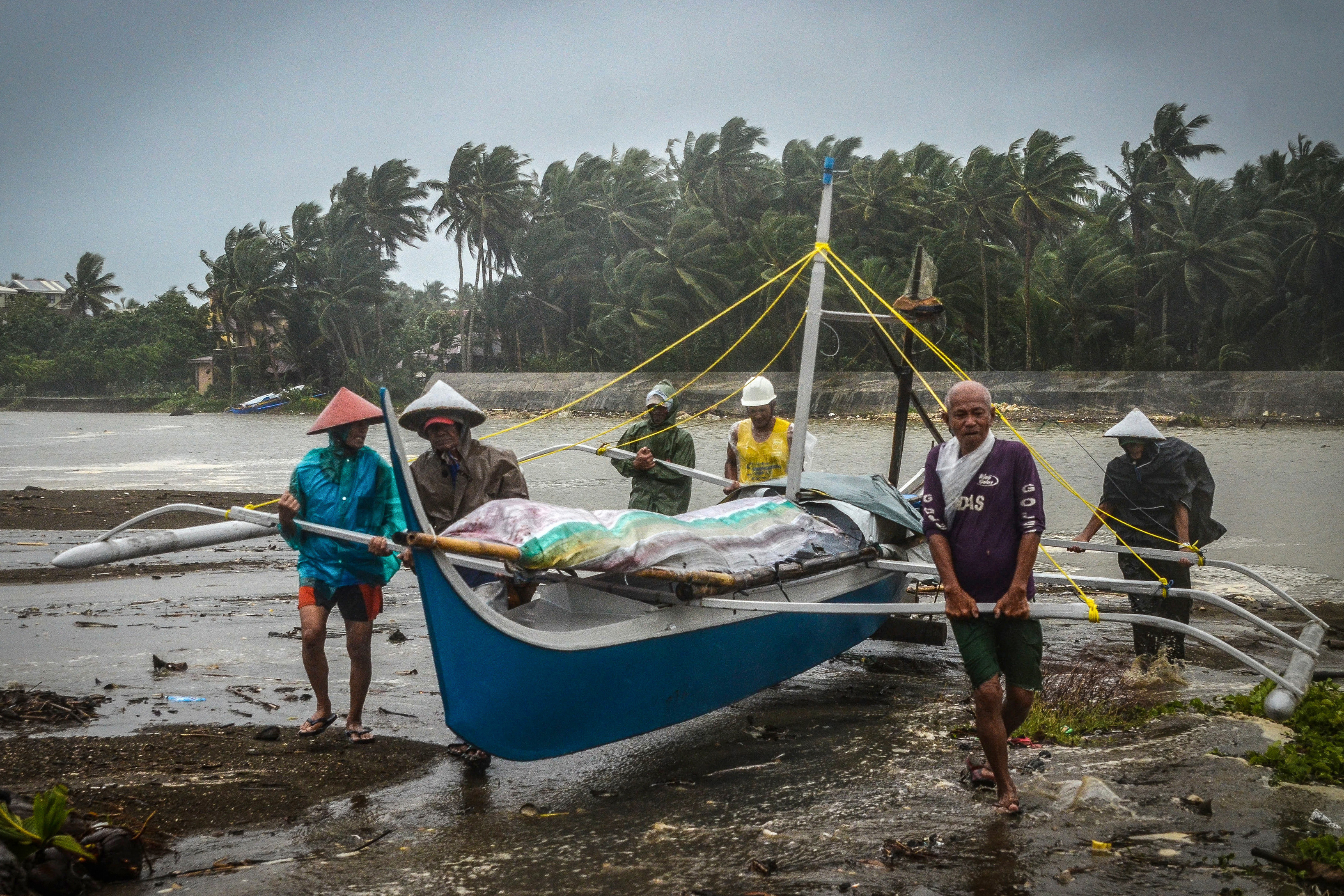 Typhoon Phanfone ruins Christmas for thousands of Filipinos