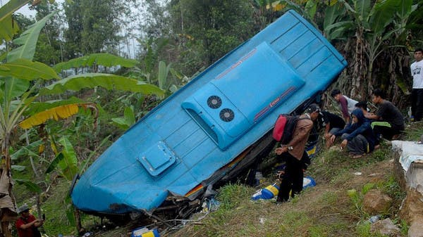 At least 25 dead in Indonesia bus plunge