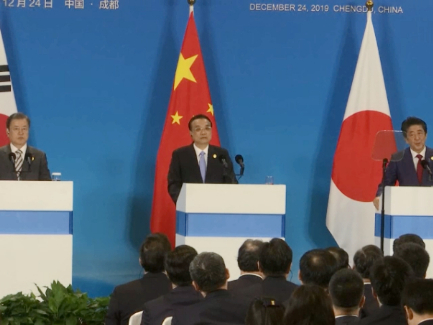 Chinese premier: China treats all forms of enterprises equally