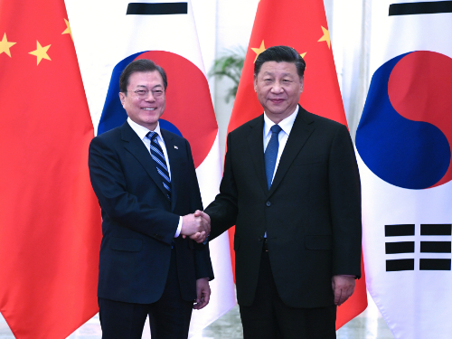 Xi meets ROK president, calling for advancing bilateral ties
