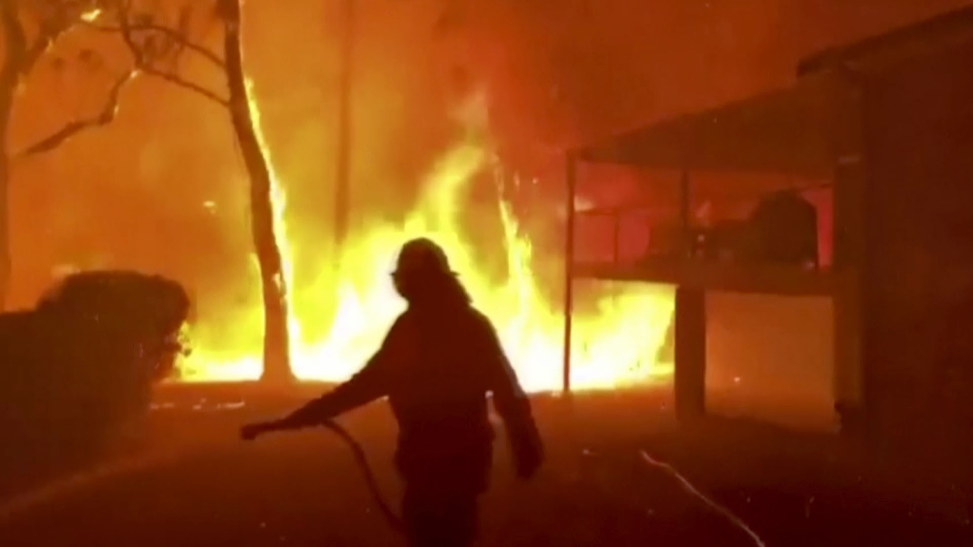 Sixty-Nine Canadians head to Australia to fight wildfires over holidays