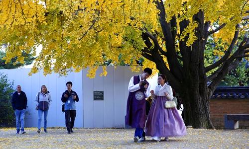 Tourists return to South Korea as relations warm up