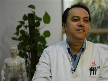 Iranian doctor of Chinese medicine: acupuncture is a gift from China to the world