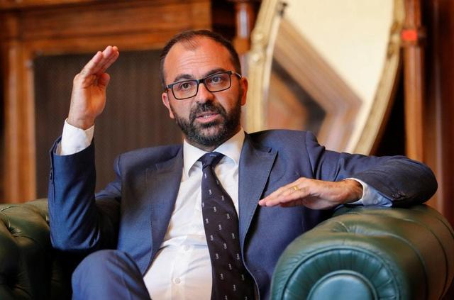 Italy's education minister quits over lack of funds