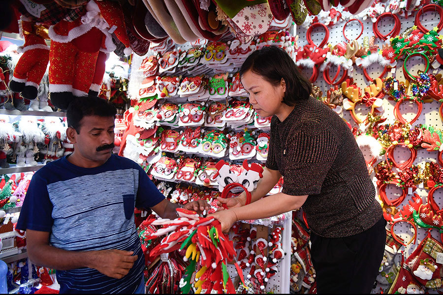 Direct train brings made-in-China Christmas gifts all the way to Europe