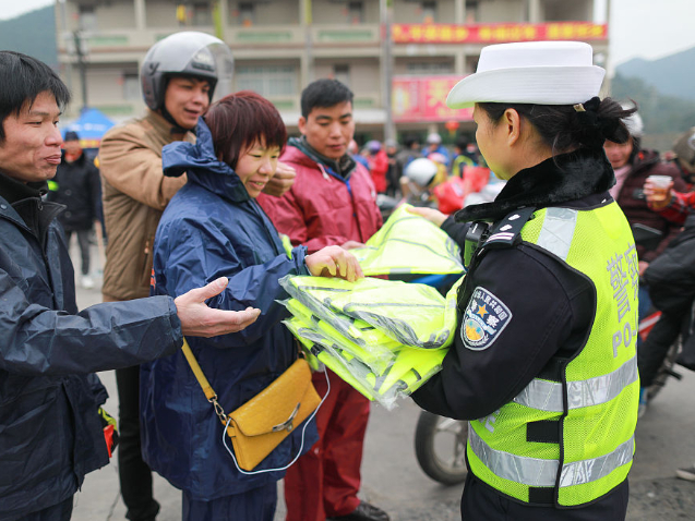 China aims to ensure safety of Spring Festival travel rush