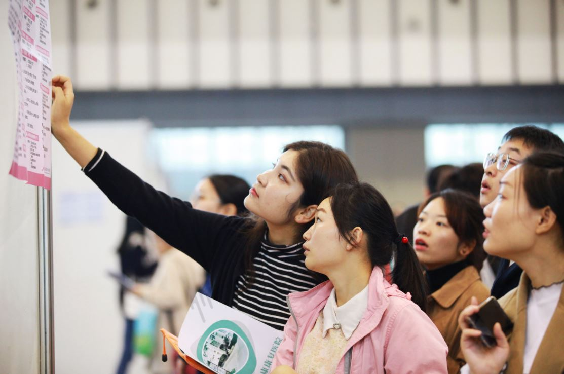 Overseas Chinese to enjoy more convenience in handling affairs with passports