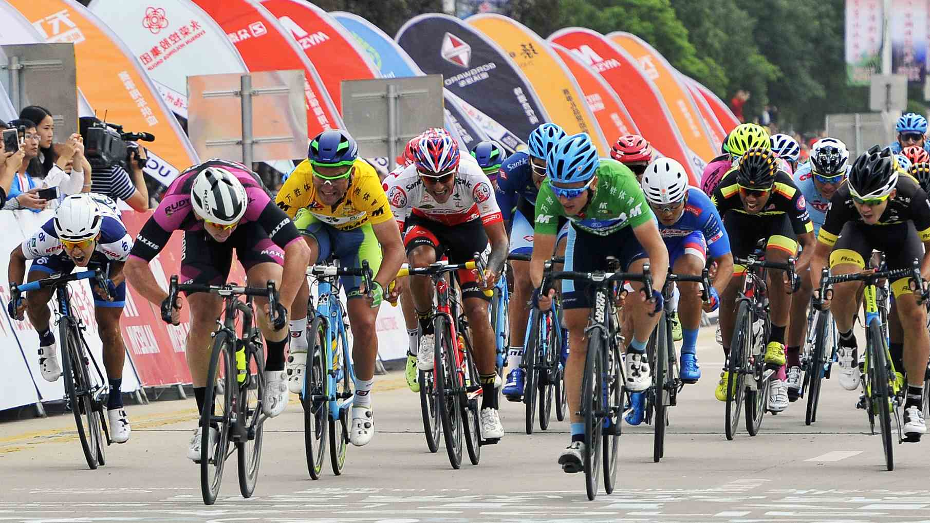 Chinese riders win Int'l cycling race in Kunming