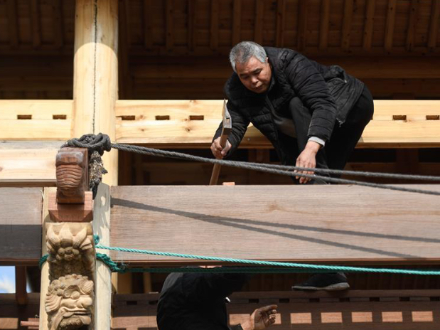 Craftsmen repair traditional theatrical stage in China's Zhejiang