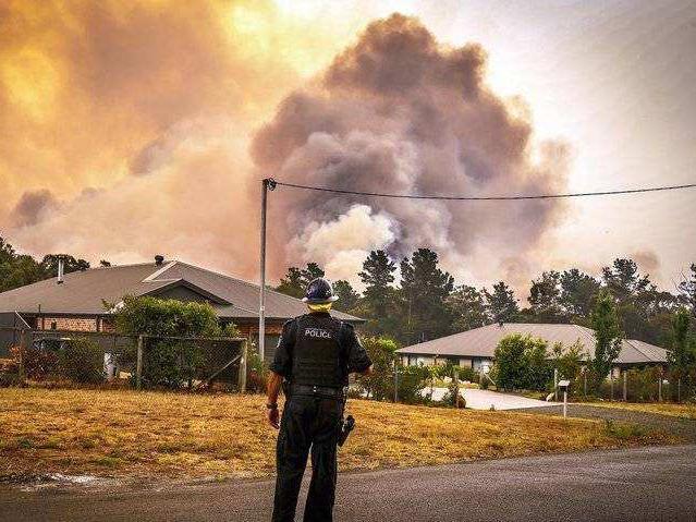 Australia to compensate bushfire volunteers