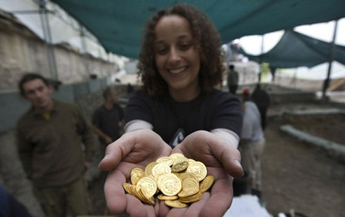 Israel discovers 1,200-year-old 'piggy bank' with gold coins
