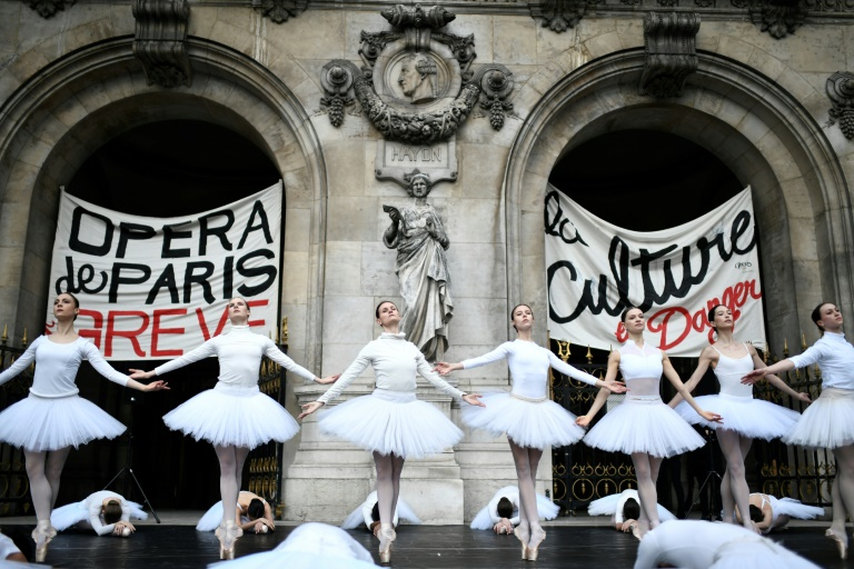 French govt offers concessions to striking dancers of Paris Opera