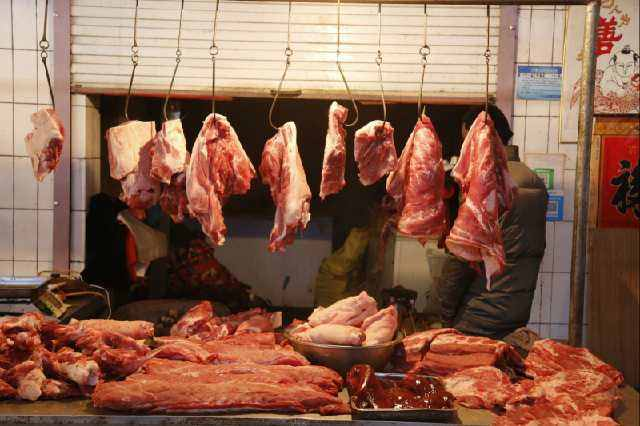 China to release more pork reserves for holidays