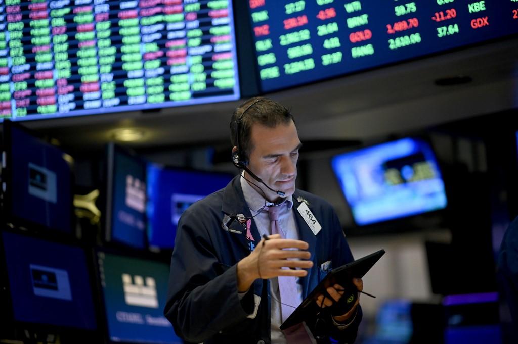 US stocks fall amid profit-taking