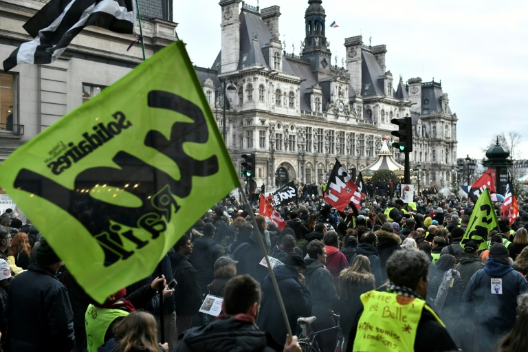 French government, unions exchange barbs in strike deadlock