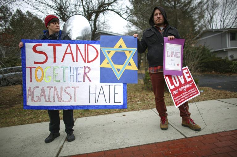 Suspect denies stabbing five at New York rabbi's home