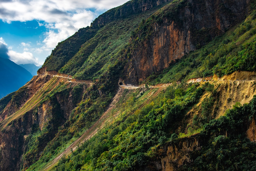 Last administrative village in China finally linked by paved road