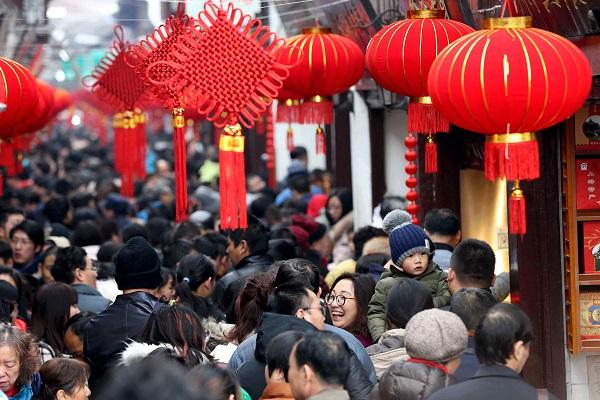 Chinese to make 450 mln domestic trips during Spring Festival holiday: report