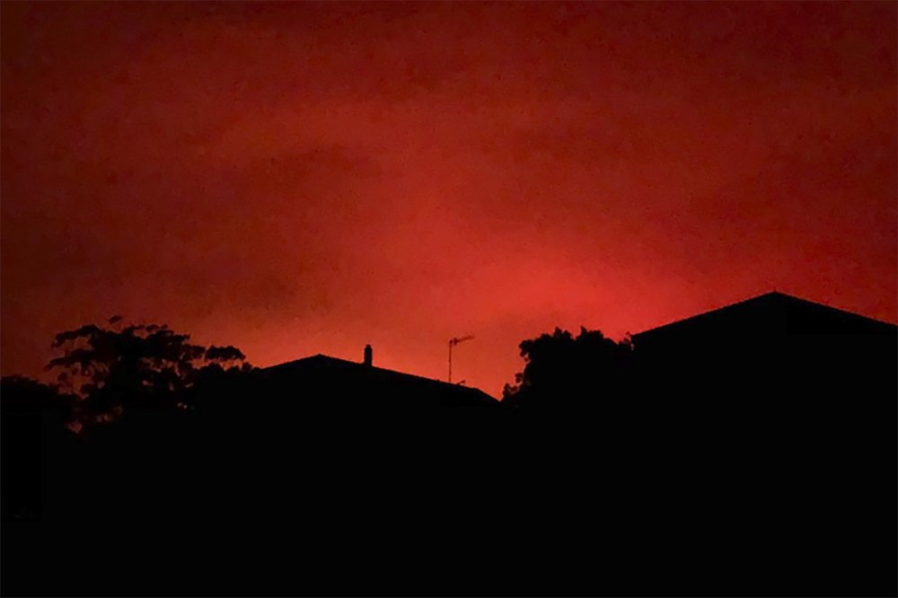 Australia sending aid to wildfire towns as death toll rises
