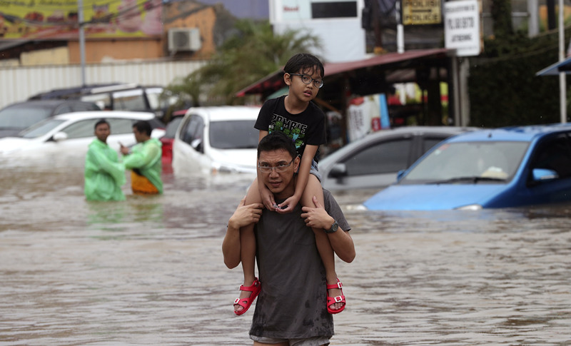 Indonesia New Year flood death toll doubles to 18: official