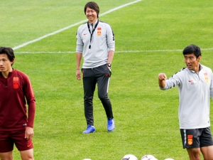 Troubled China hand reins to ex-Everton player Li Tie