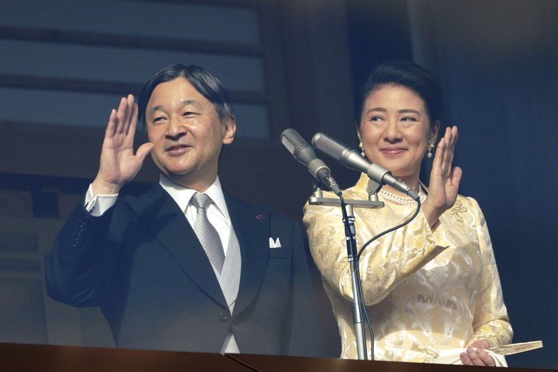 Japan's emperor waves to crowds in 1st New Year's greeting