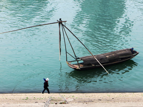 Chinese fishermen bid farewell to Yangtze