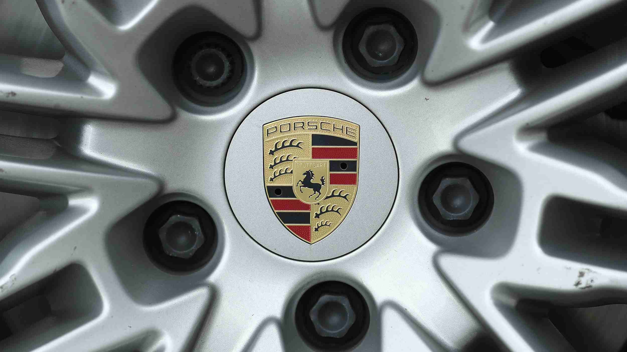 Porsche recalls 645 cars in China