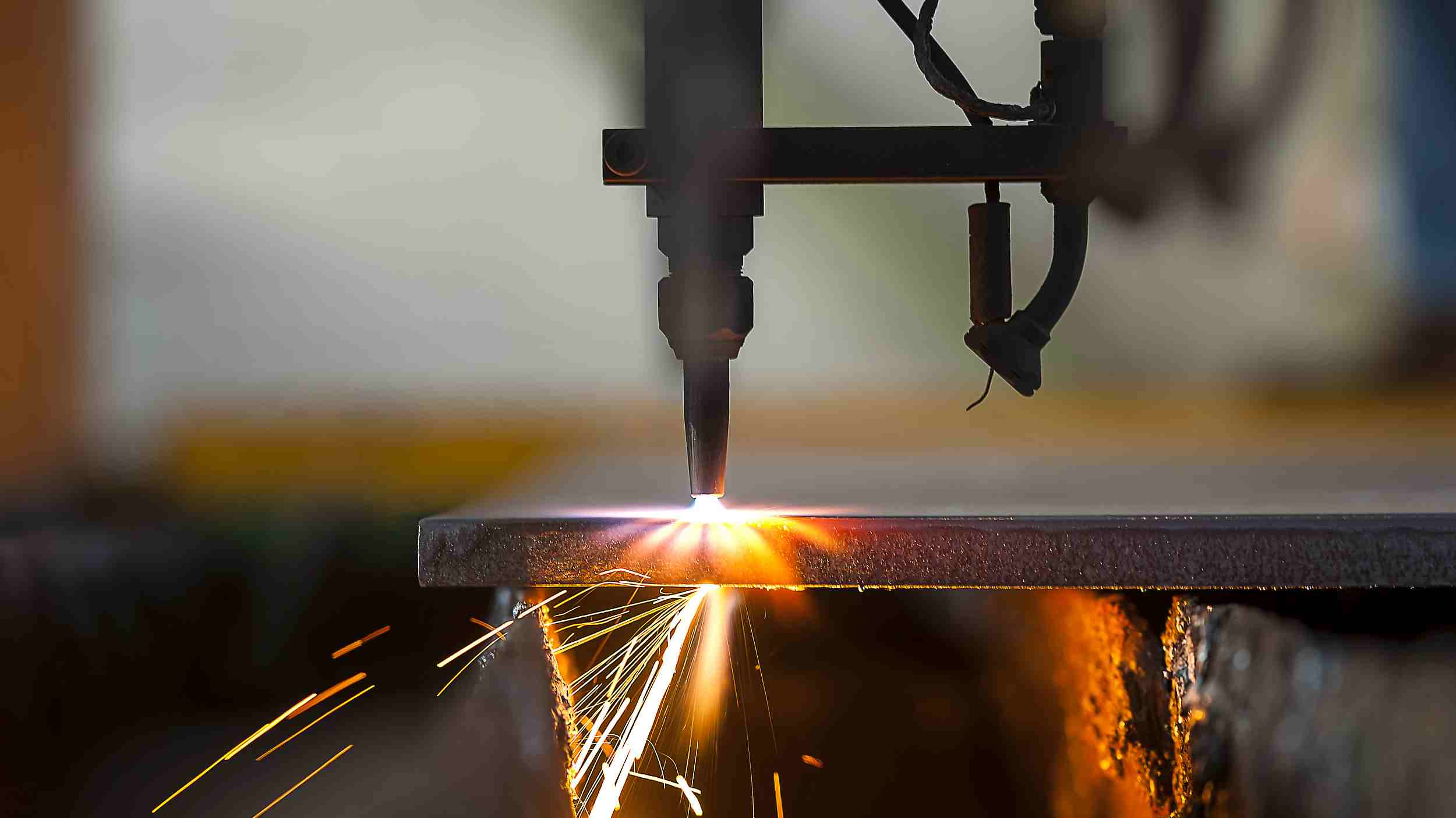US manufacturing sector hits its lowest point since June 2009