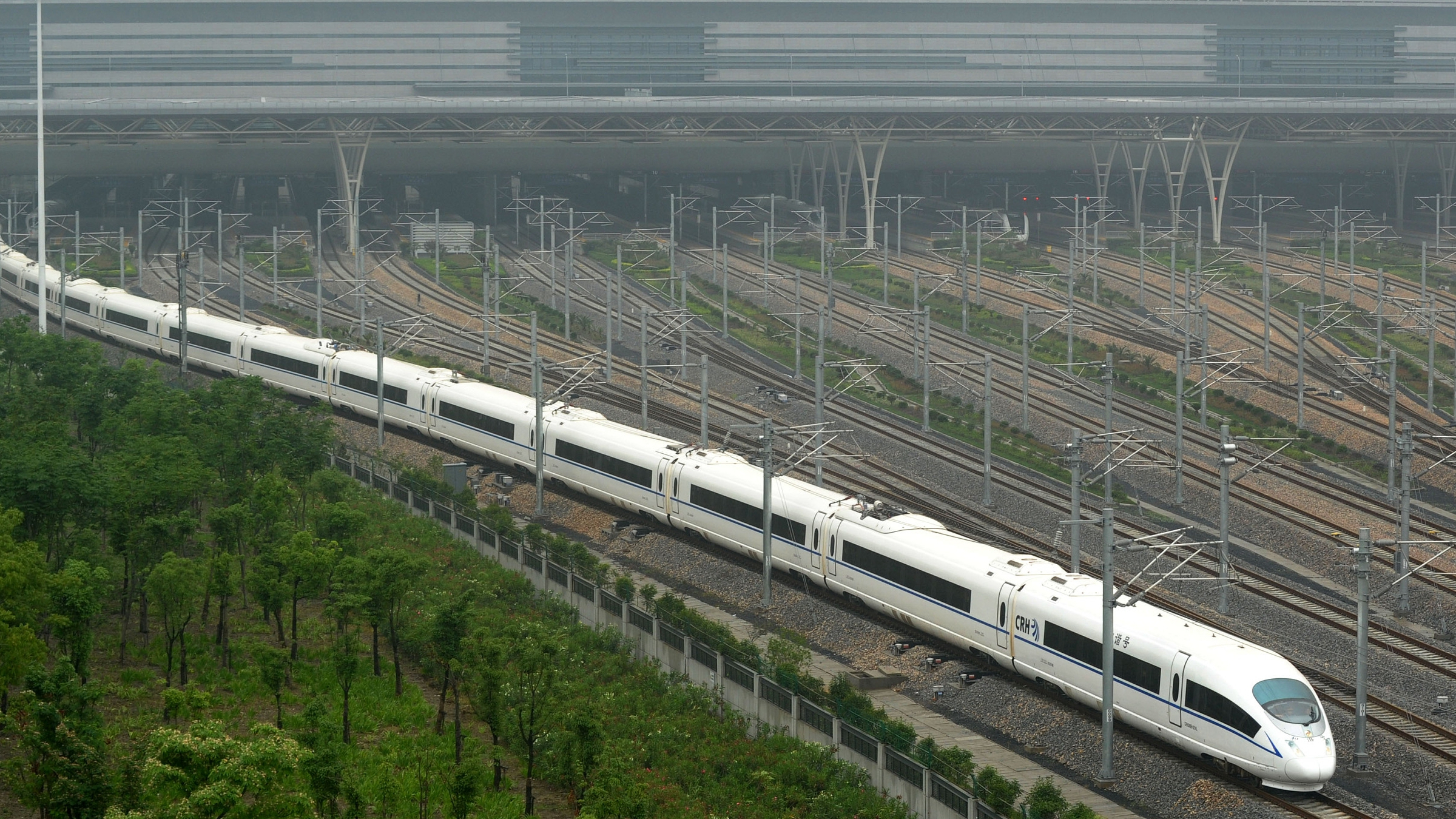 China's high-speed rail giant debuts on A-shares market