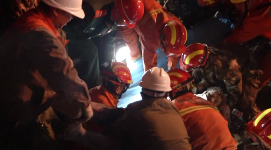 6 construction workers dead in collapse in Central China