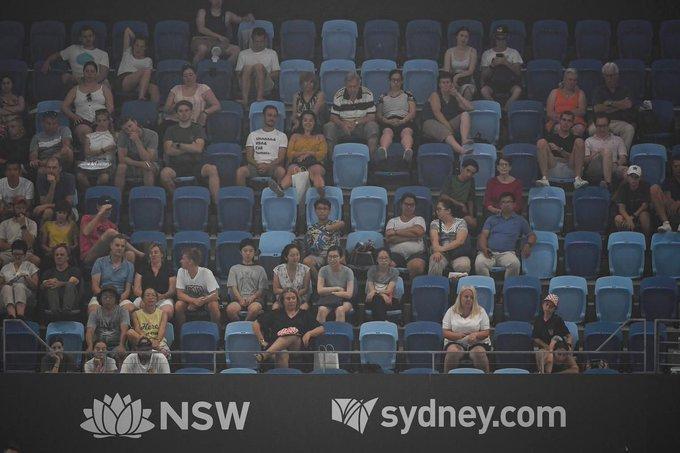 Bushfire smoke threatens Australian Open in Melbourne