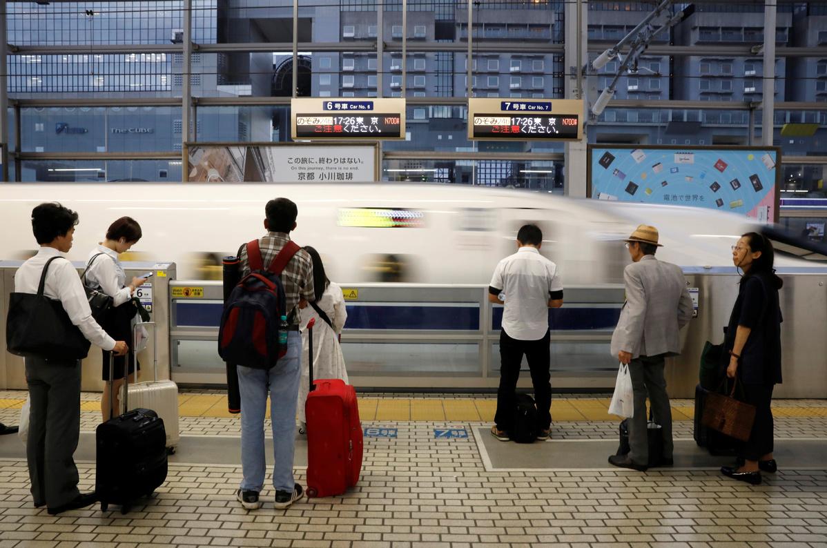 Japan gives tourists web fast track to Shinkansen