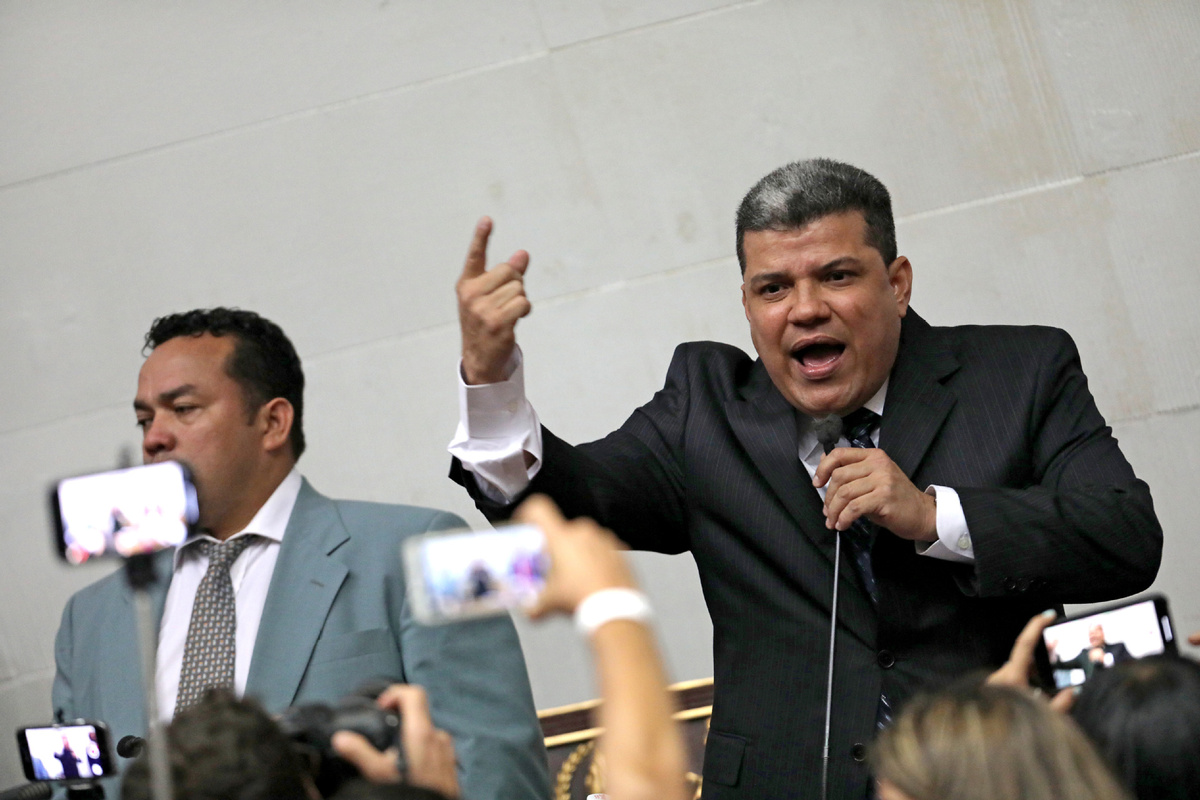 Maduro recognizes Parra as new opposition leader