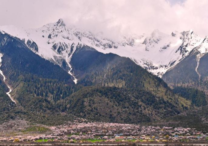 Tibet to boost development of border areas