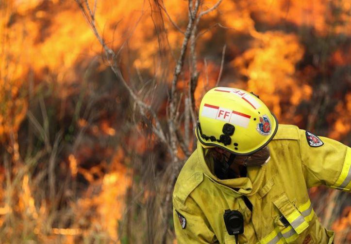 Australian firefighters prepare to face 'megablaze'