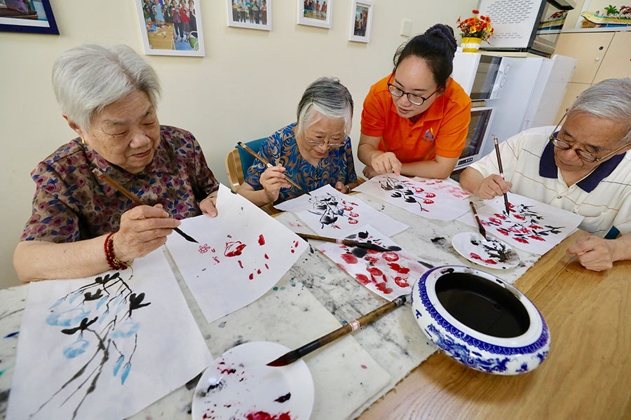 Foot bath in vogue among China's graying population