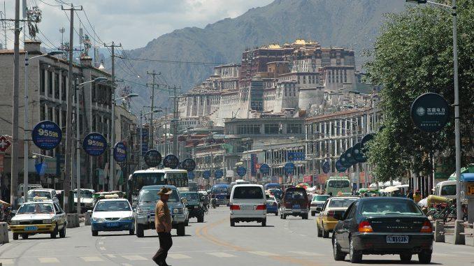 Tibet's urbanization rate reaches 32 pct