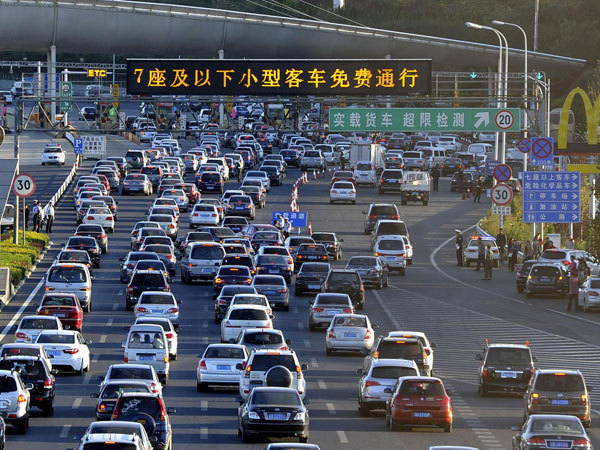 China issues early warning on road safety for Spring Festival travel rush
