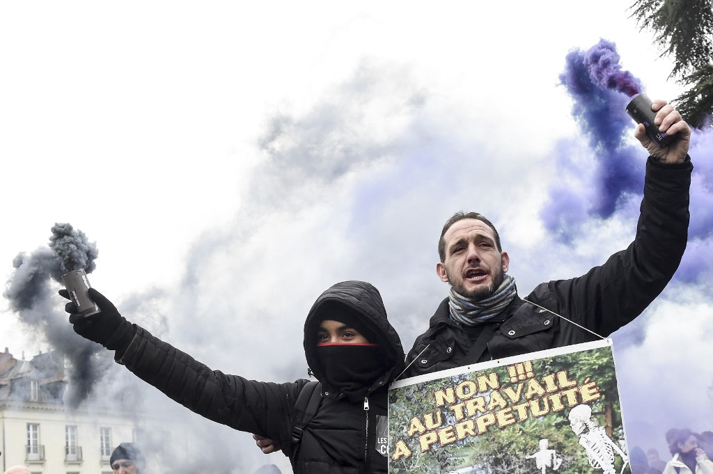 New mass protests in France as pension dispute grinds on