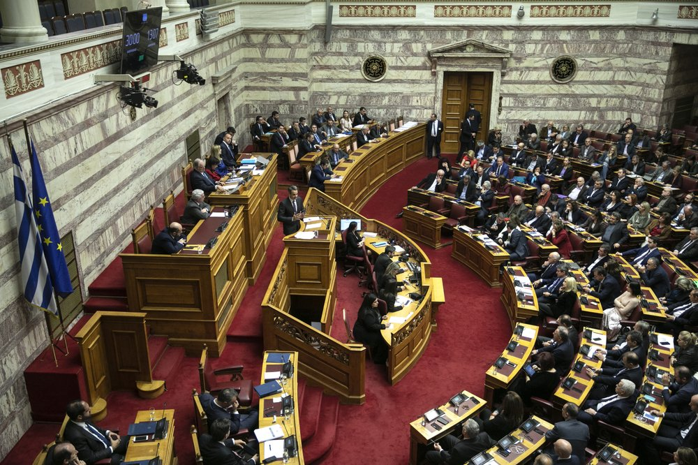 Greece retains negative yield in first debt auction of year