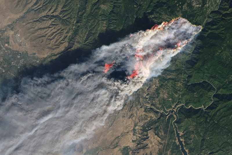 As wildfires get worse, smoke spreads, stokes health worries
