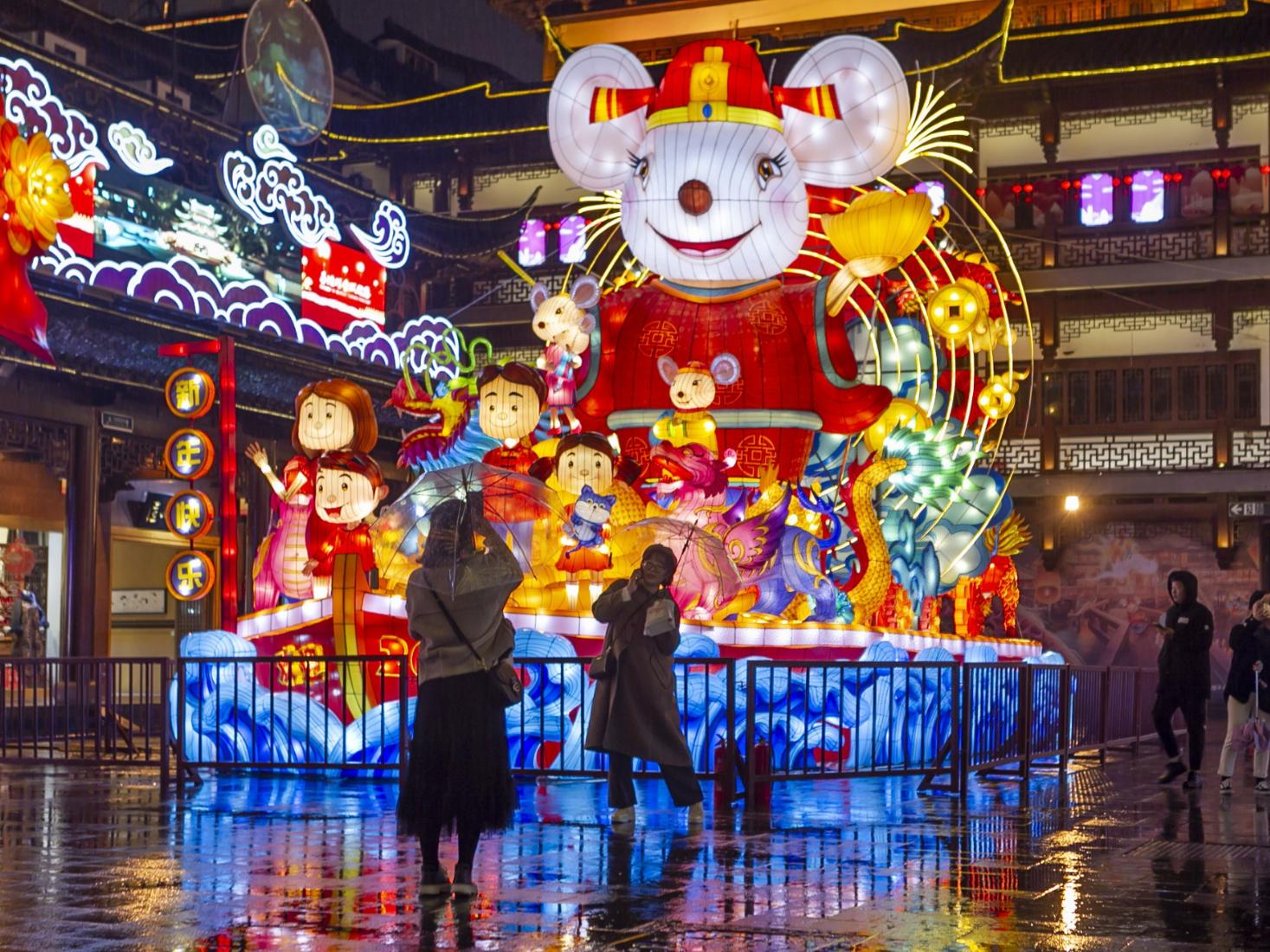 Disney stars debut at Shanghai's lantern show