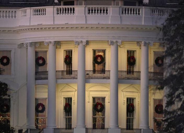 white house xmas (ap).jpg