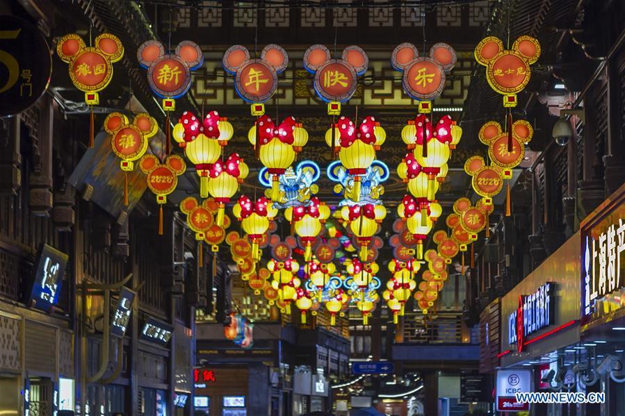 Yuyuan Spring Lantern Festival kicks off in Shanghai