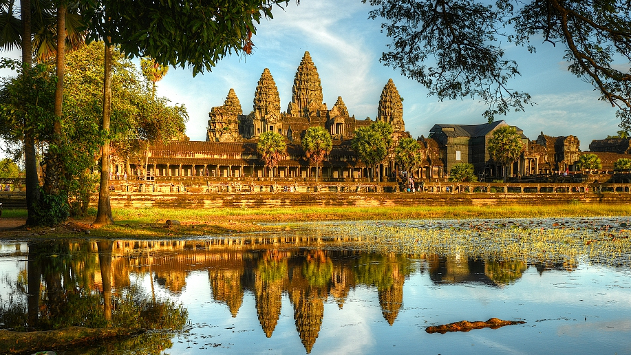 Cambodia's famed Angkor welcomes 873,297 Chinese tourists last year